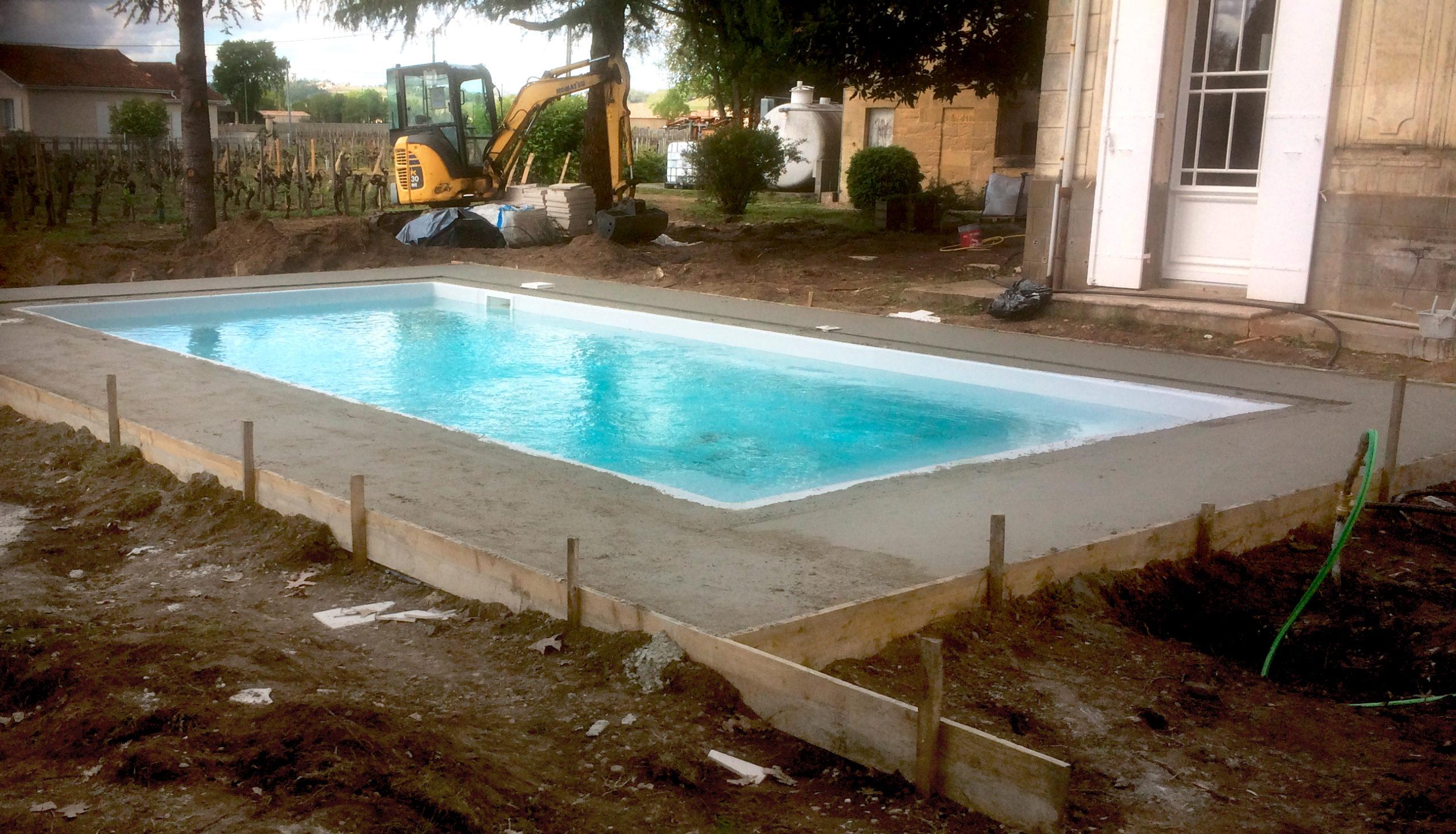 chantier d'une piscine coque