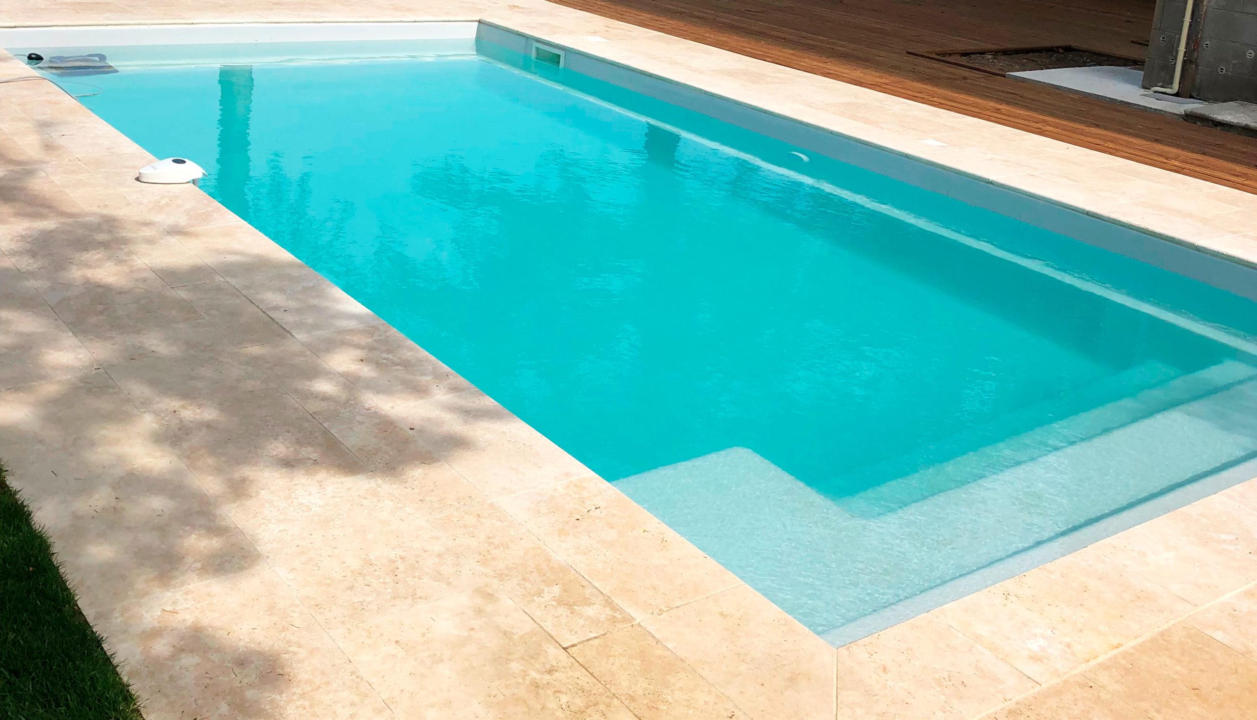 finitions d'une installation d'une piscine coque