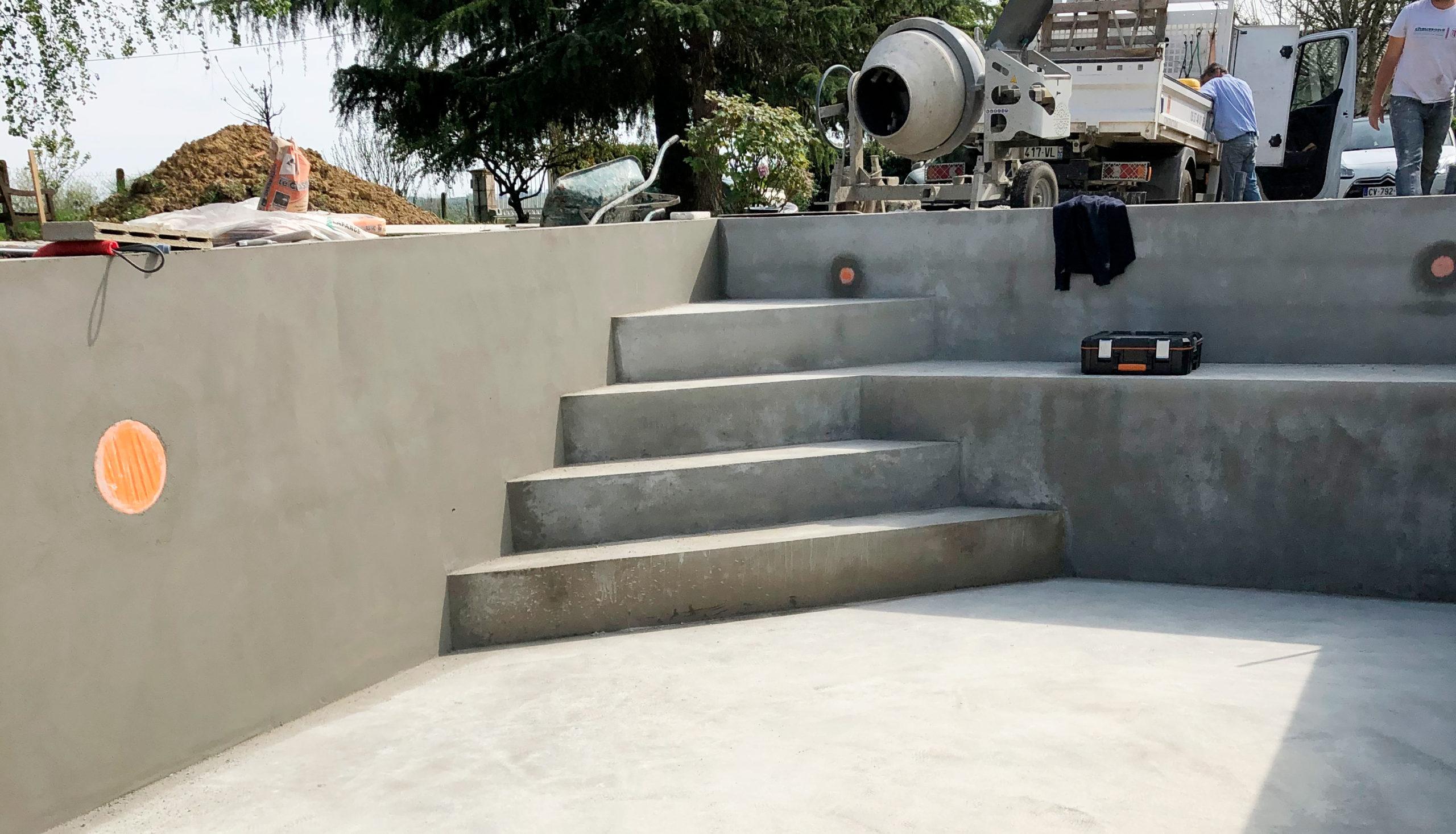construction de piscine à Libourne avec escalier maçonnée